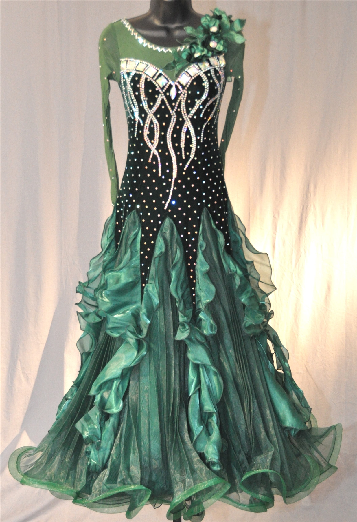 Elegant Dark Green Velvet Ballroom Dress