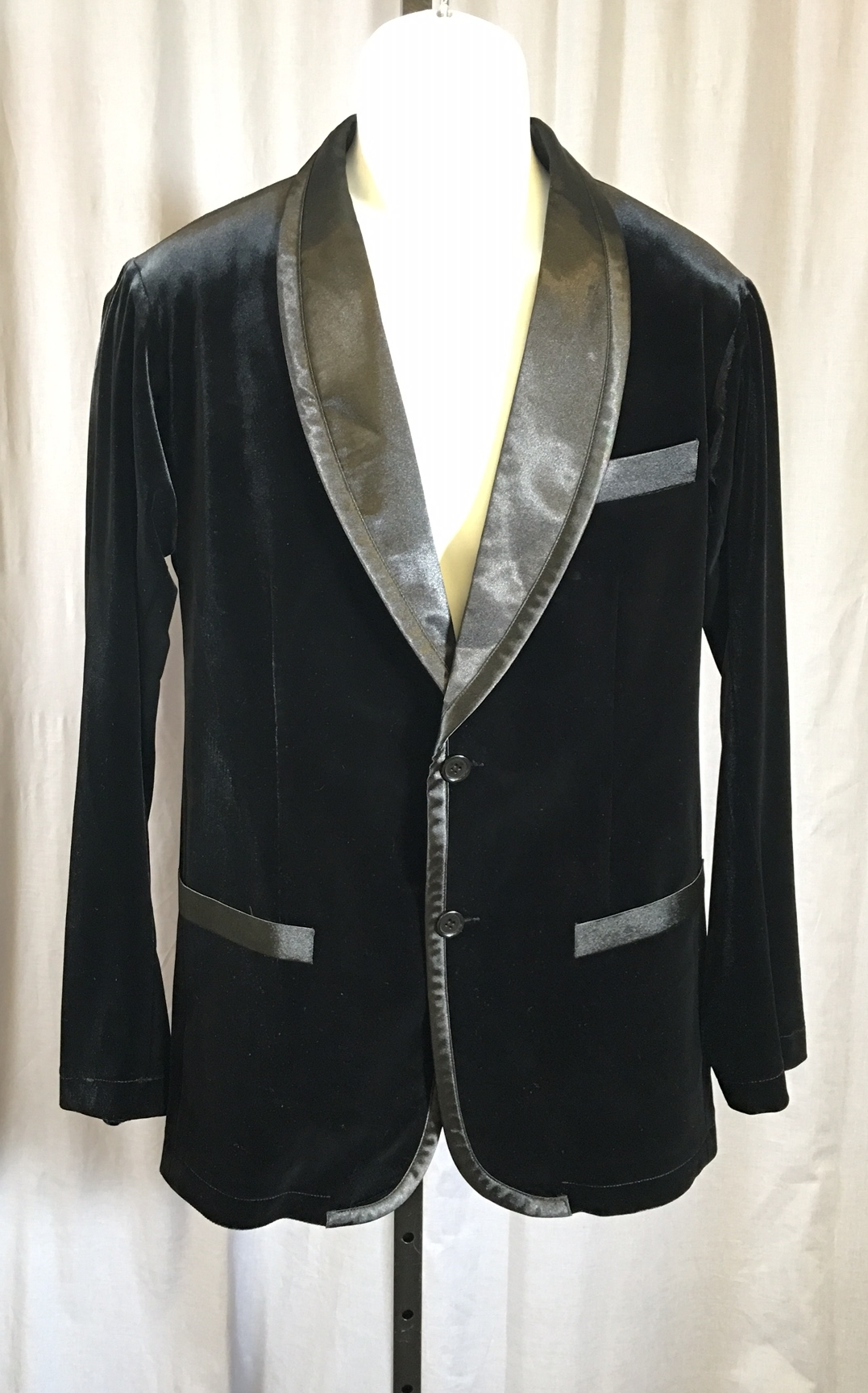 Men S Velvet Jacket With Satin Lapel